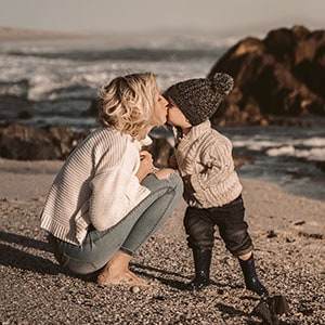 Mom kissing boy at beach-FL- to crop top part off-zoom in on them